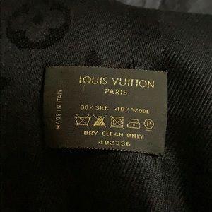 Louis Vuitton Accessories - Louis Vuitton Paris scarf